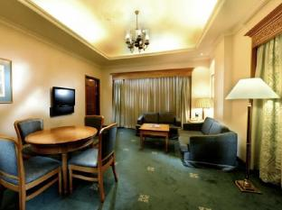 Riverside Majestic Hotel Kuching - Club Studio Living room