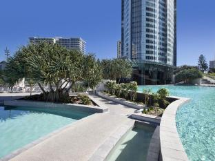 Q1 Resort and Spa Gold Coast - Swimming Pool