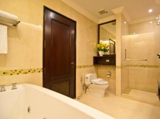LK Renaissance Hotel Pattaya - One Bedroom Suite Bathroom