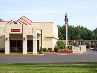 Ramada Inn Bradley Hotel Windsor Locks (CT) - Exterior