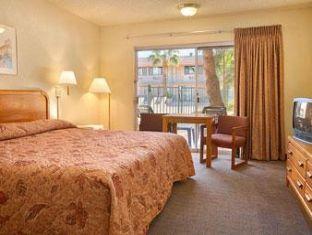 booking.com Super 8 Motel - Tempe/Asu/Phoenix  Area