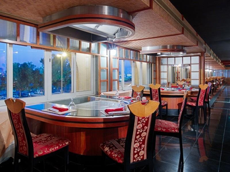 Riviera Hotel - Restaurant