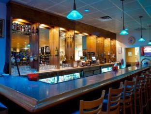 Paramount Plaza Hotel and Suites Gainesville (FL) - Food and Beverages