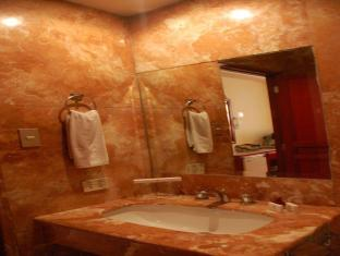 Great Eastern Hotel Quezon City Manila - Bathroom