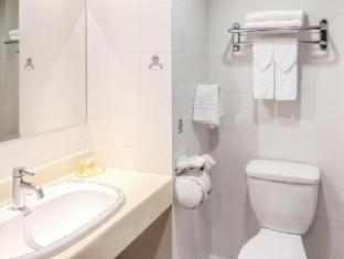 Days Inn Tamuning Guam - Bathroom