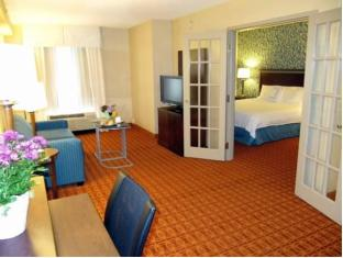 Fairfield Inn & Suites by Marriott Toronto Airport Toronto (ON) - Suite Room