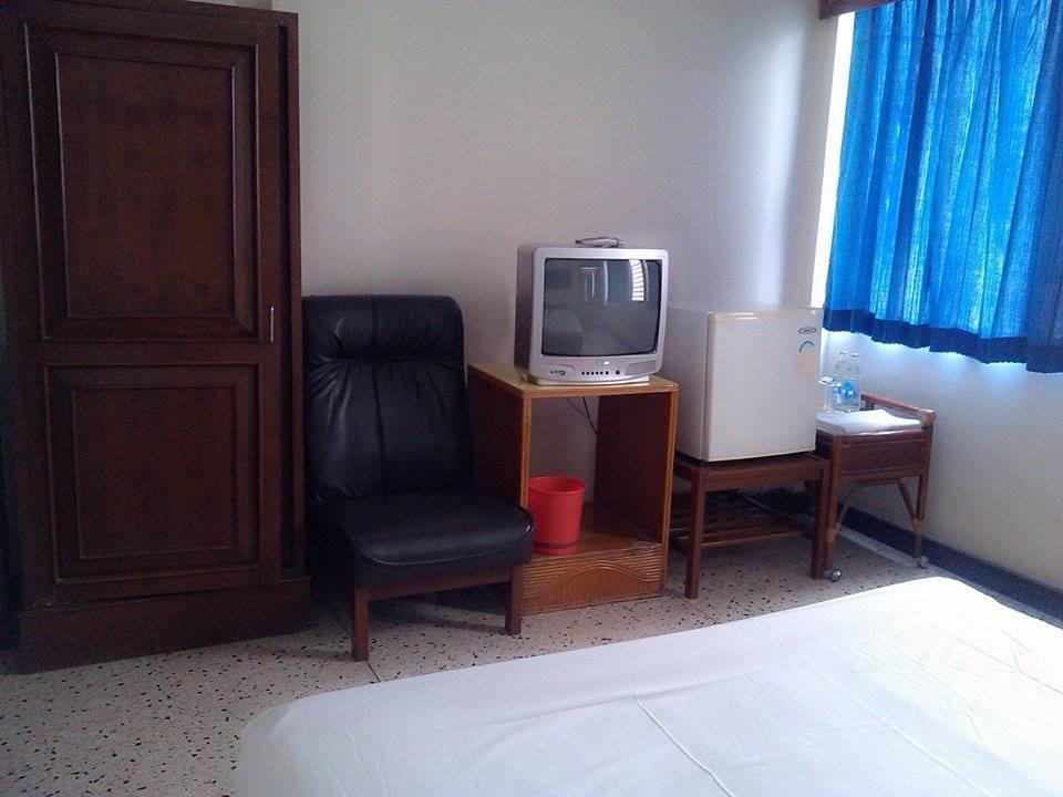 โรงแรมเพชรไพลิน