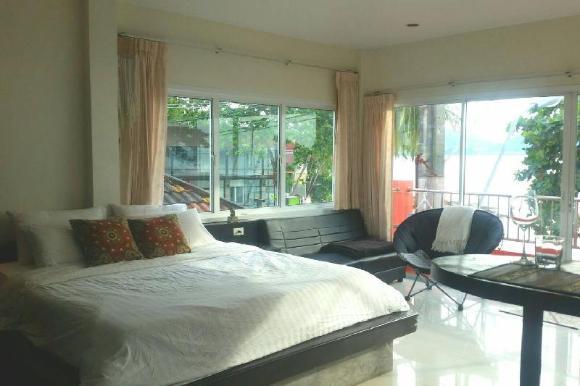Beachfront Seaview Apartment in Kalim, Patong