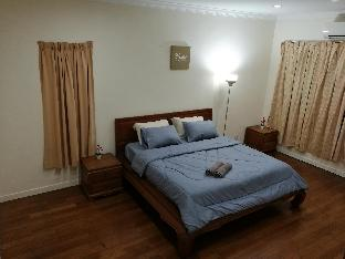 Large King Bed Master Room @SemiD House KL 1Utama