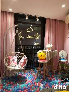Girlhood/Floor glass/Round bed/CBD, Guangzhou