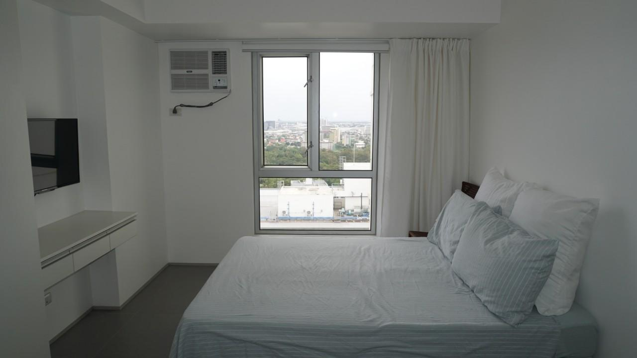 Studio inside IT Park Cebu with amazing view - Hotels Information/Map/Reviews/Reservation