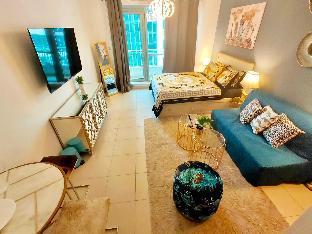 Downtown Dubai Luxurious Studio with Sofa Bed - image 3