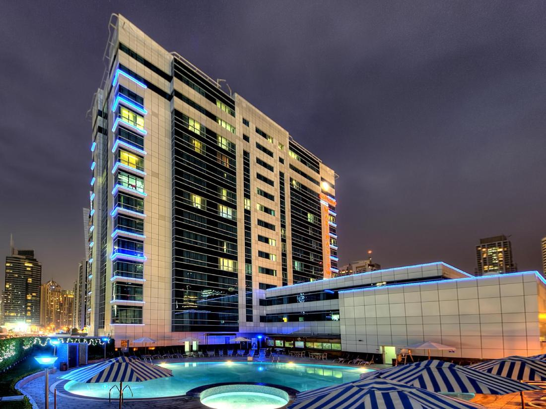 Best price on marina view deluxe hotel apartment in dubai for Best suites in dubai
