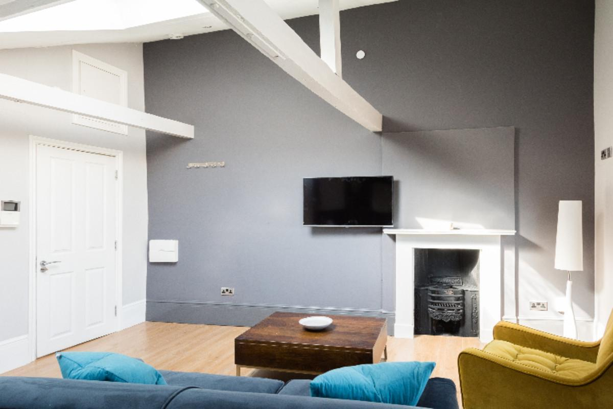 The Harbourside Loft   Stylish & Modern 1BDR Apartment In The Old City