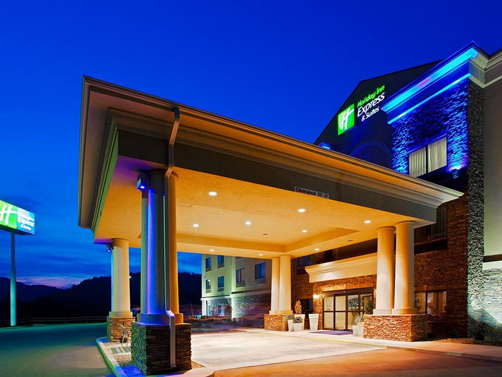 Holiday Inn Express Hotel And Suites Weston