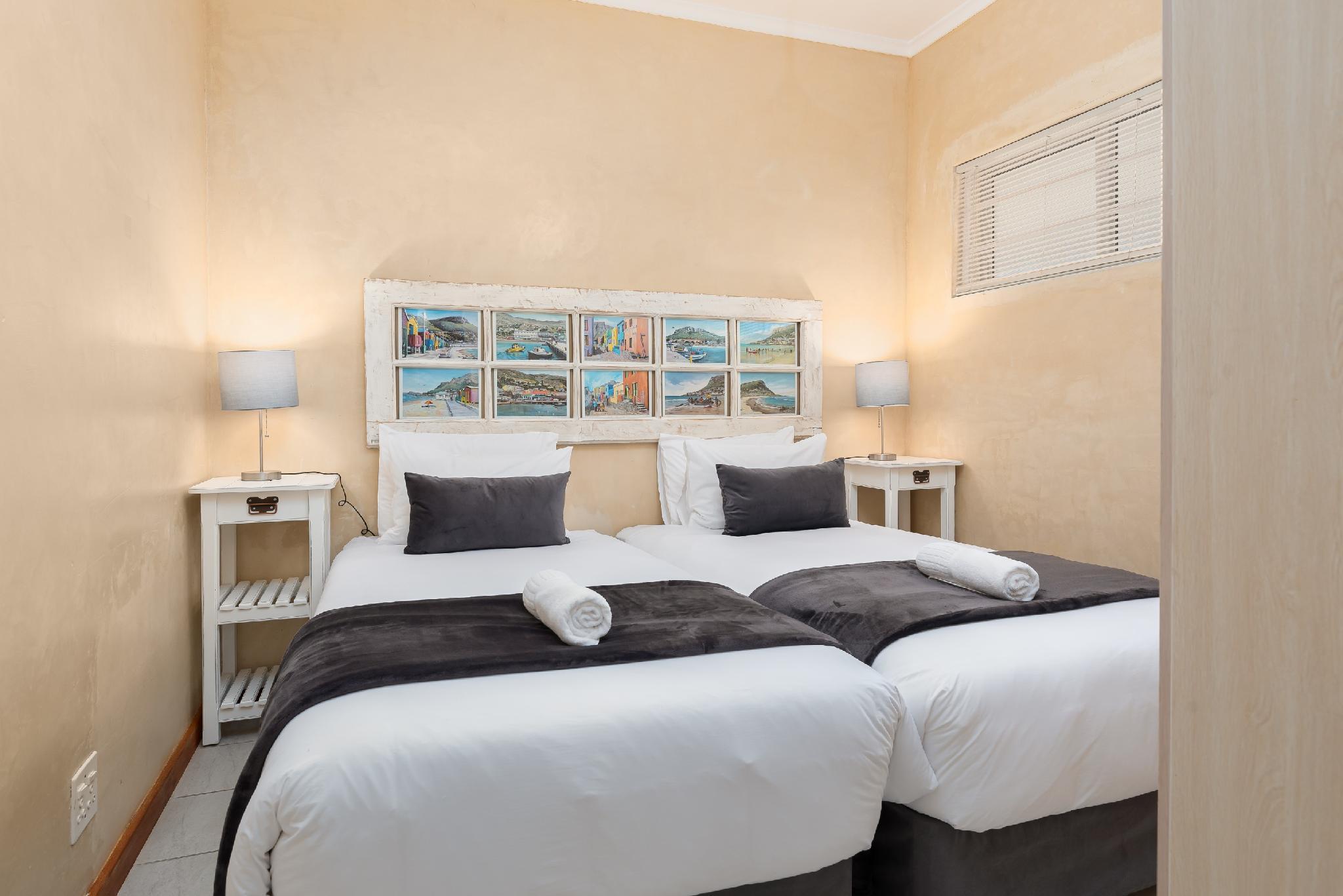 Comfortable Mouille Point Apartment