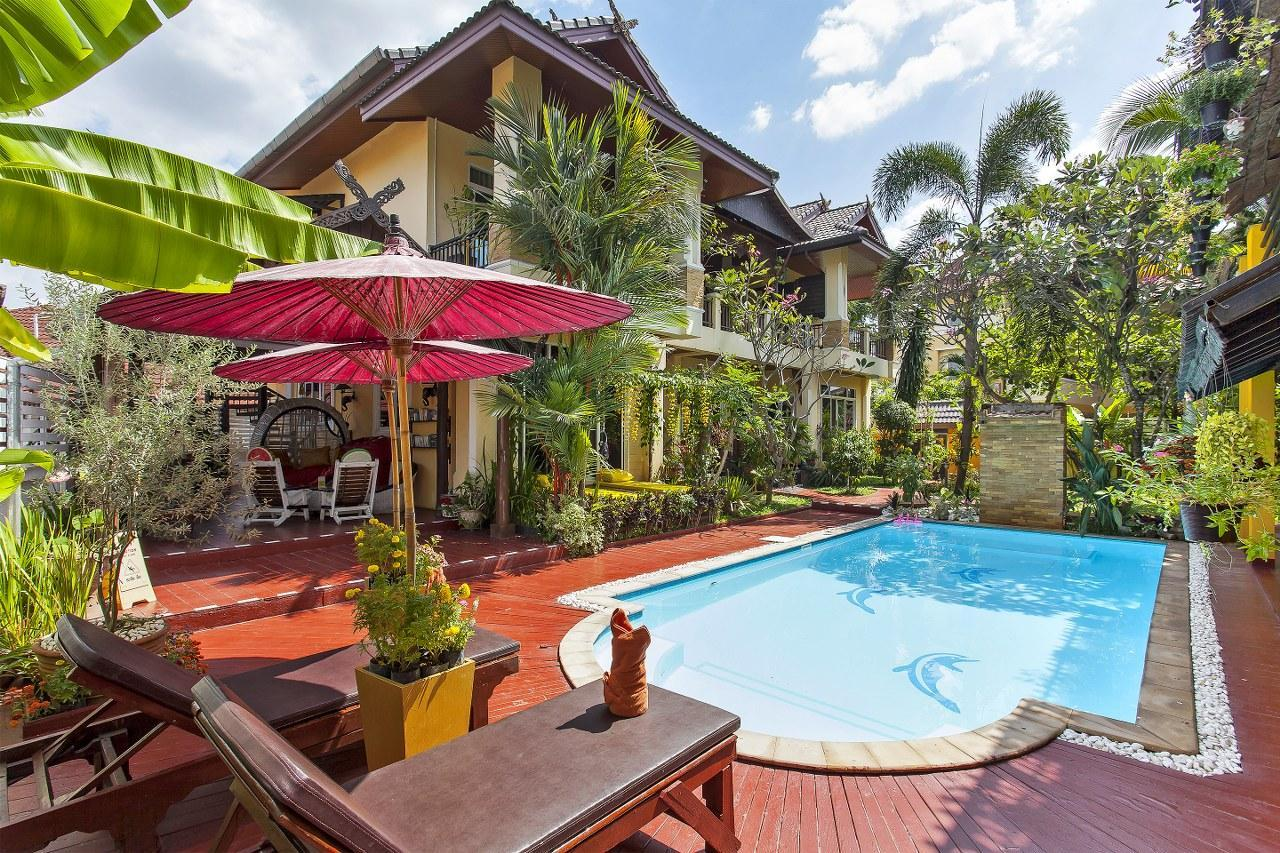 Gold Star Boutique Home 5BR W Pool Close To City