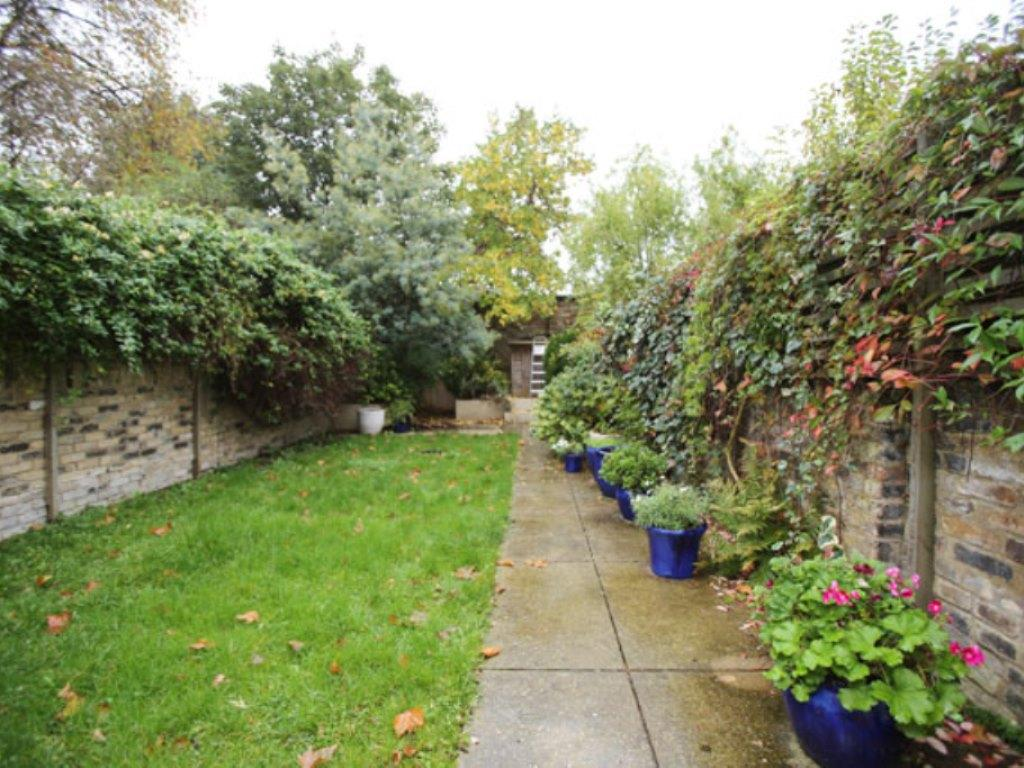 Veeve  Spacious Home With Garden Balfour Street Highbury
