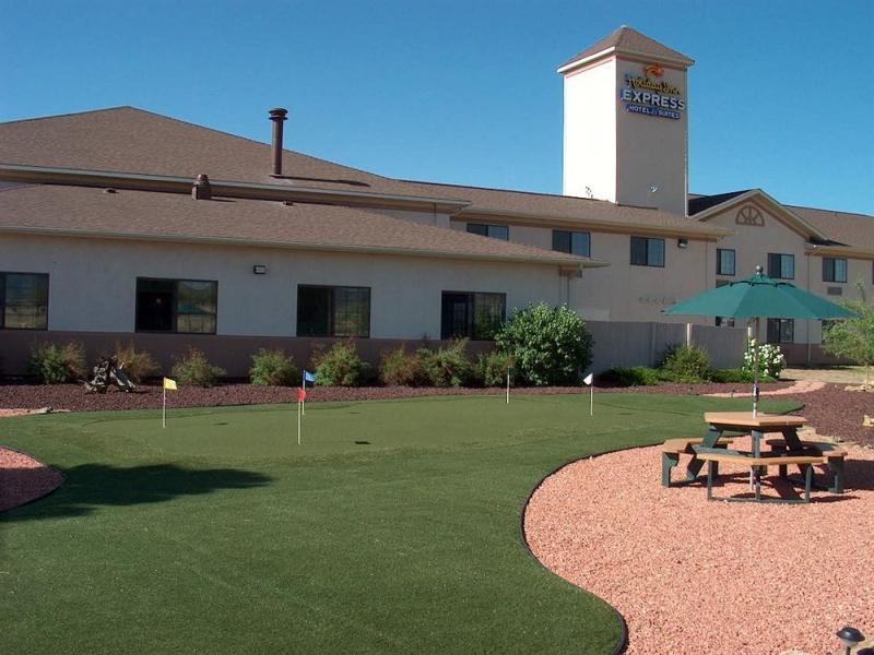 Holiday Inn Express Hotel And Suites Raton