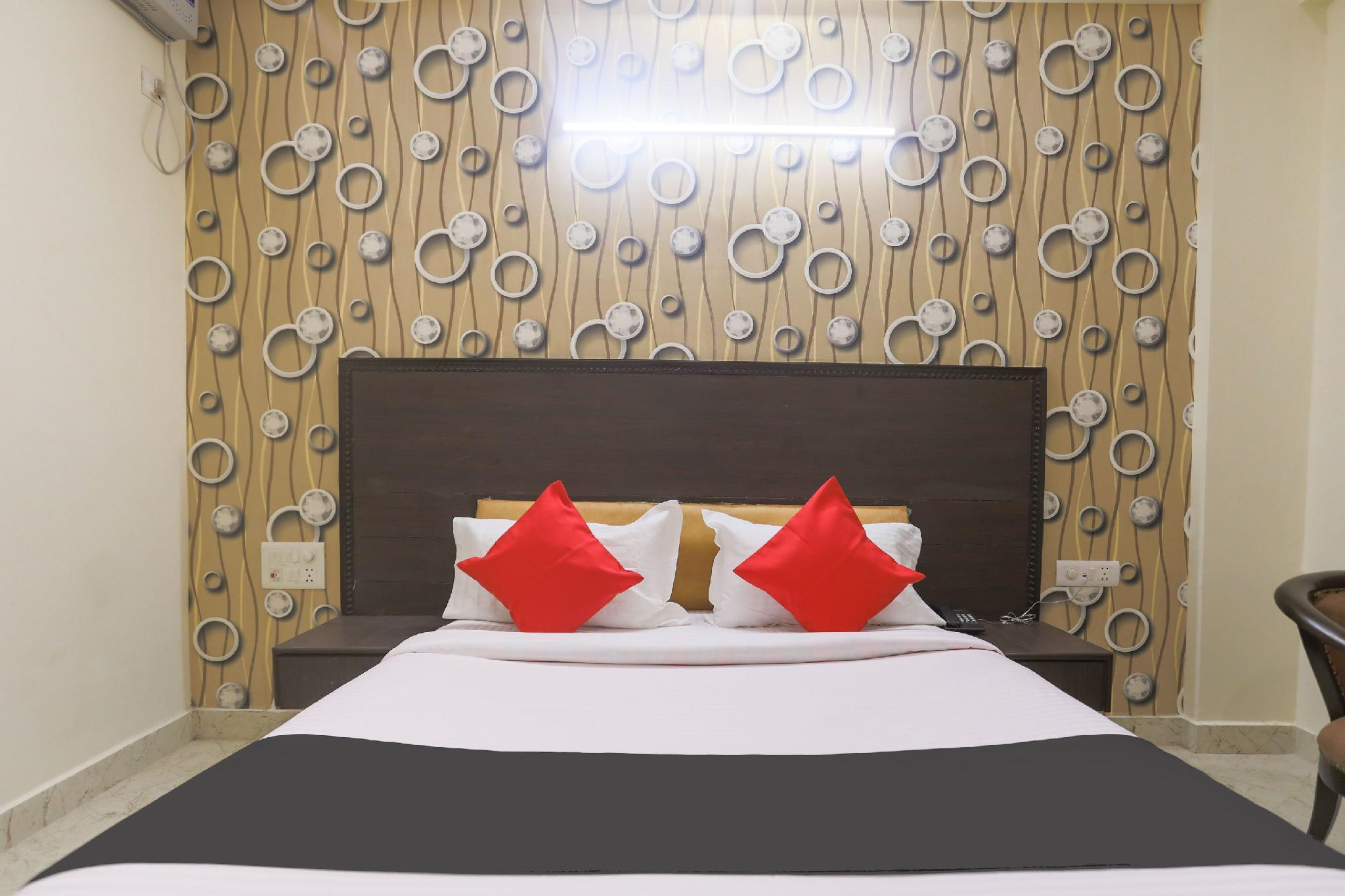 Capital O 42705 Hotel Abhinandan Palace