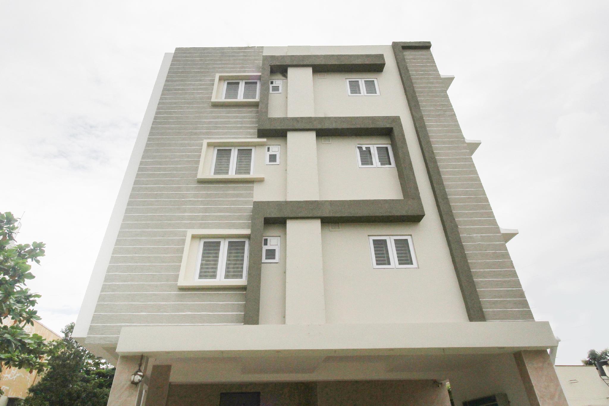 OYO 62412 Snekham Service Apartments