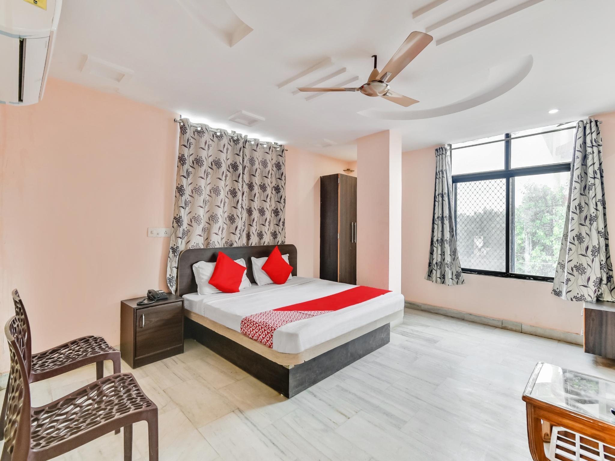 OYO 46997 Hotel Raj International