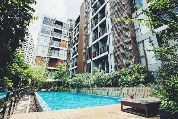 SV Cozy condo in Silom BTS, pool view, 1BR Bangkok