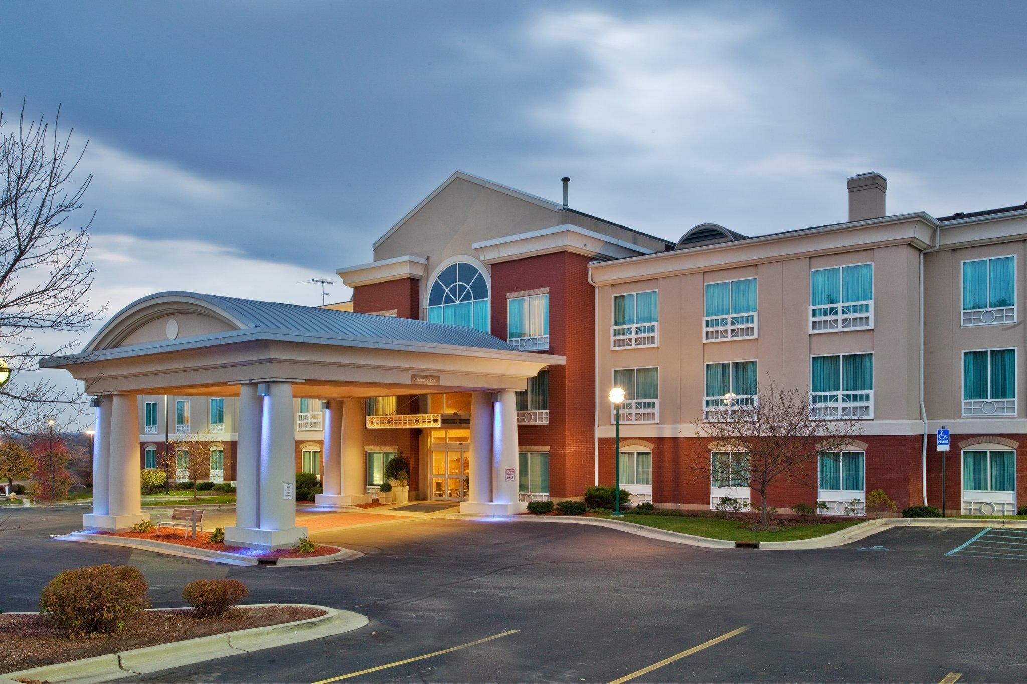 Holiday Inn Express Hotel And Suites Grand Rapids North