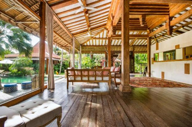 The Ultimate 5 Star Holiday Villa in Canggu with Private Pool and Fully Staffed, Villa Bali 2045