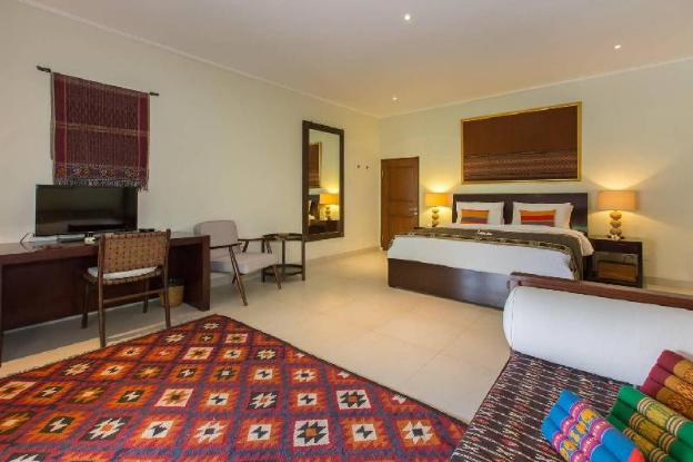 3 BR Luxury Villa with Lush Garden