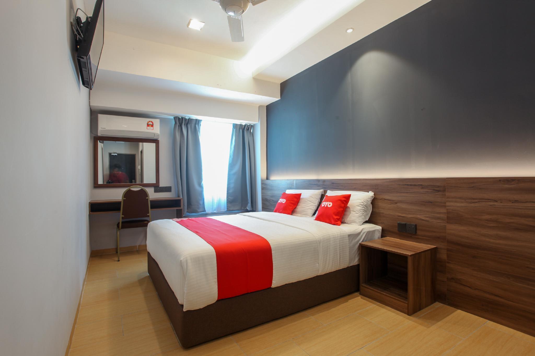 OYO 89443 Lumut Hotel