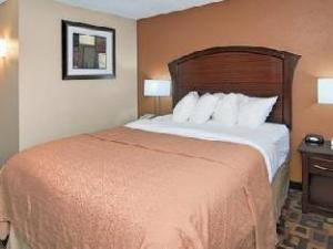 Quality Inn and Suites Arden Hills Saint Paul North