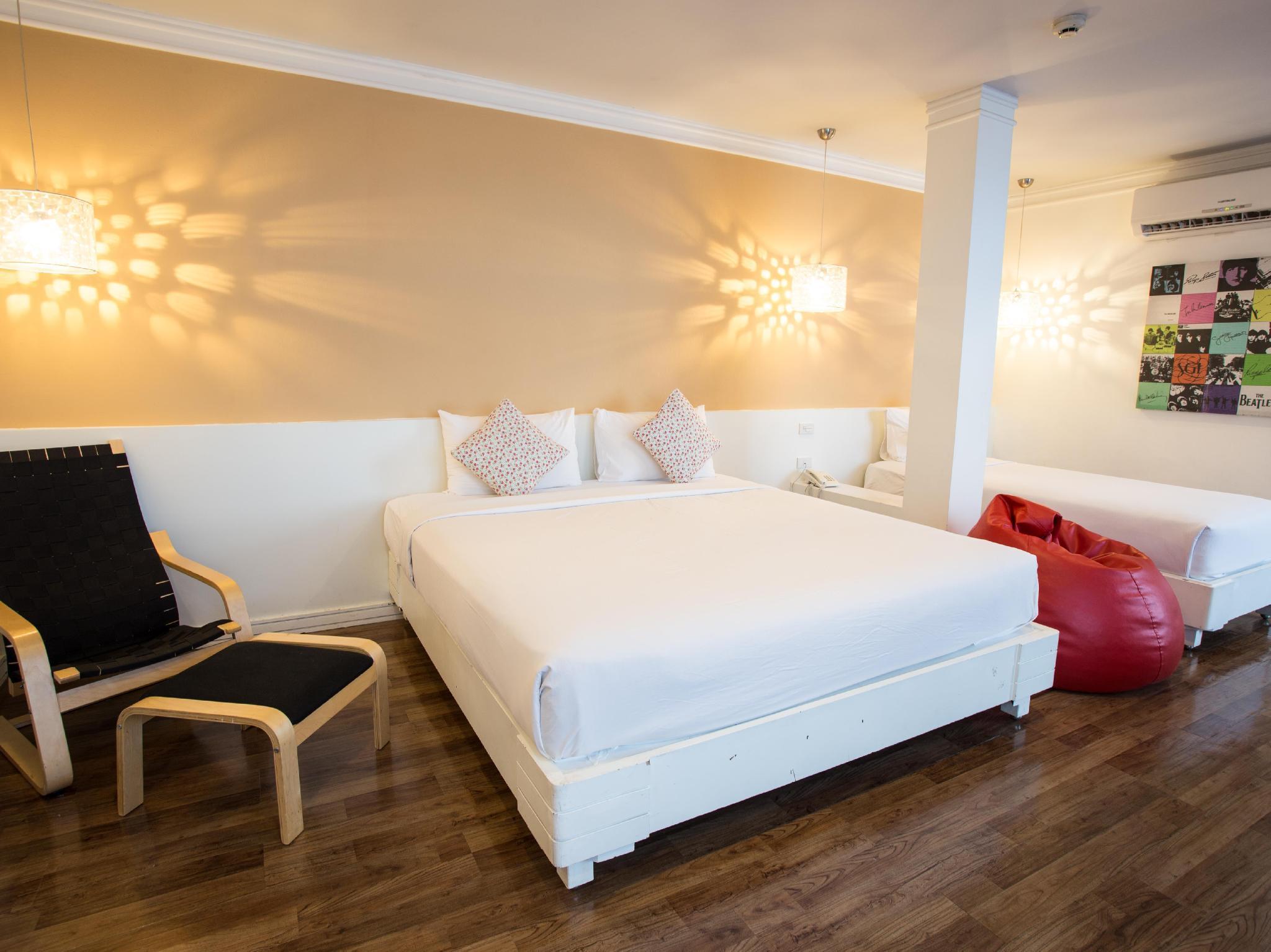 First House Hotel โรงแรมเฟิร์สต์ เฮาส์