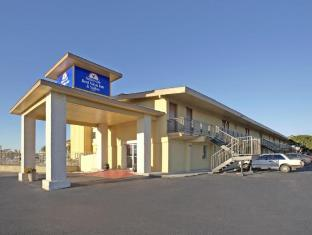 Фото отеля Travelodge by Wyndham New Braunfels