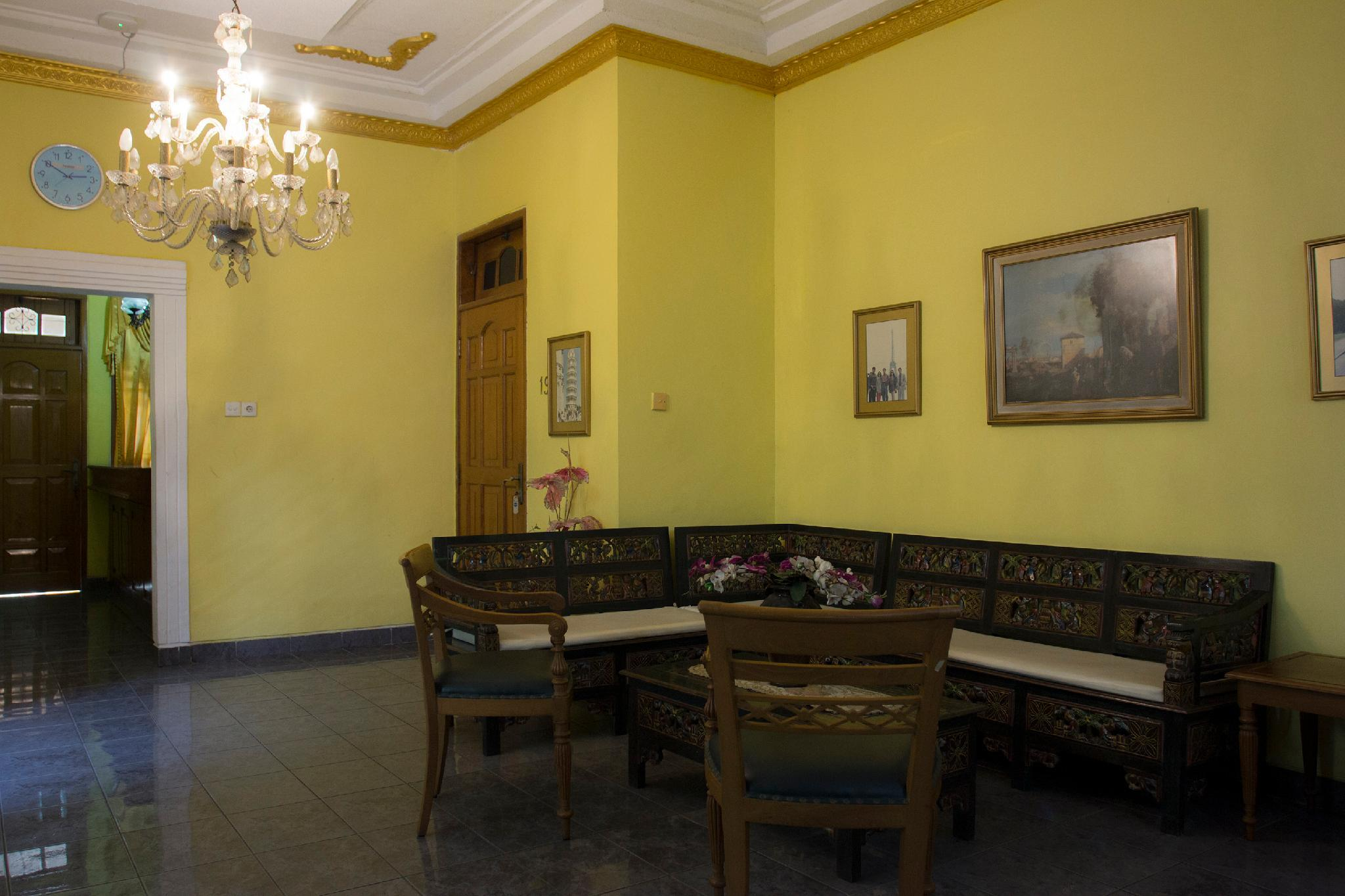 OYO 392 Hotel Mawar Saron