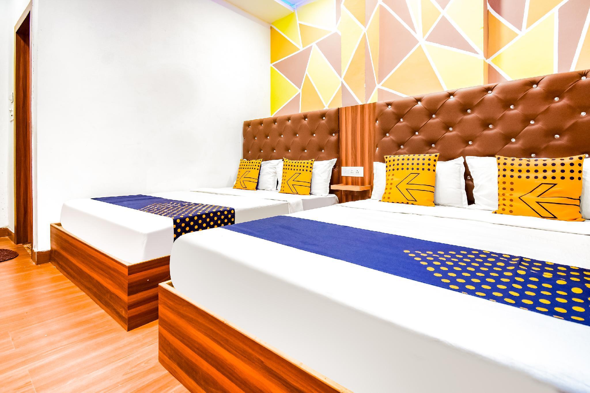 SPOT ON 64014 Hotel Royal House