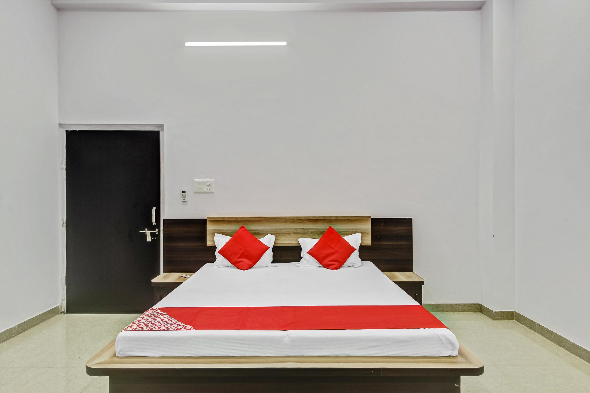 OYO 63805 Hotel Meera