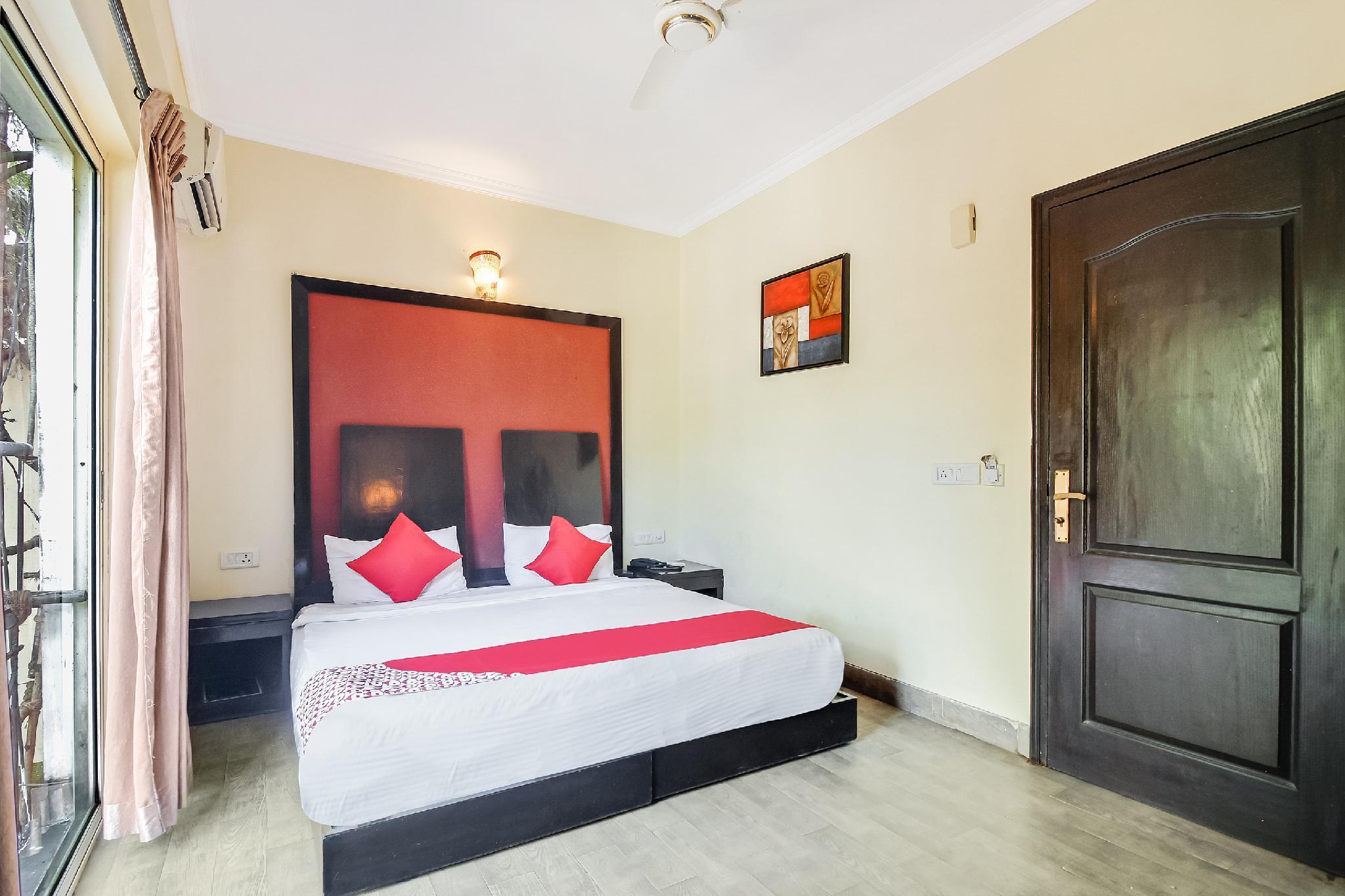 OYO 17228 Hotel La Flamingo
