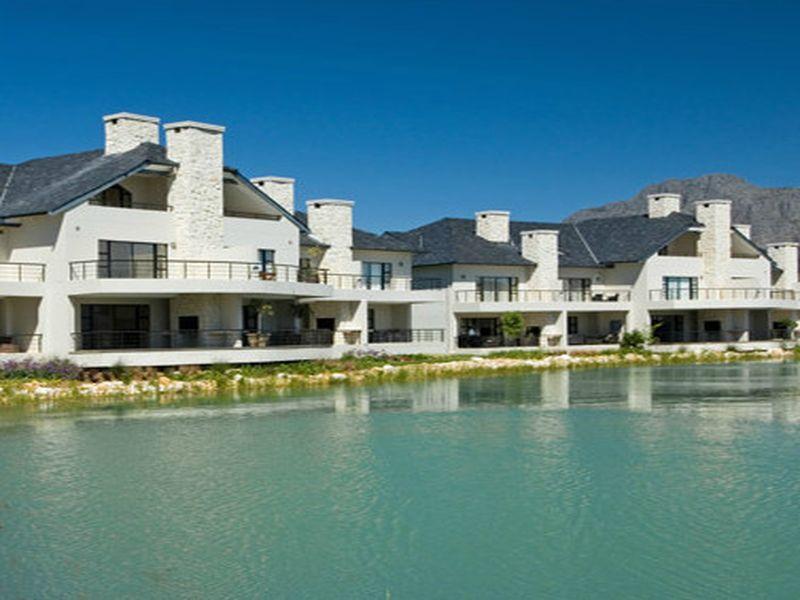 Pearl Golf Lodges