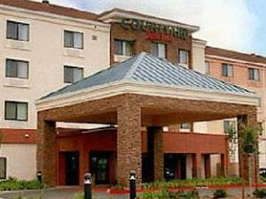Courtyard By Marriott Galleria Roseville Creekside Hotel