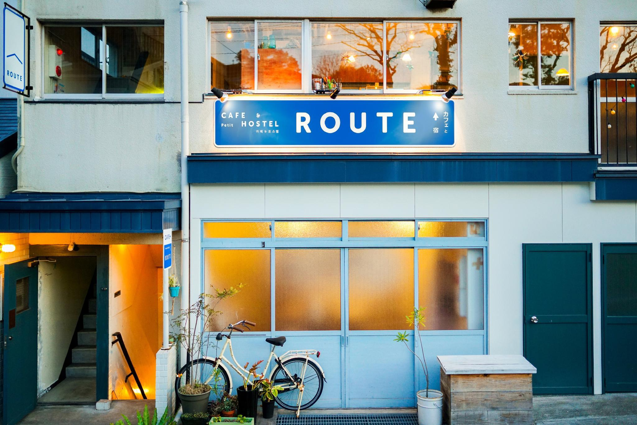 ROUTE   Cafe And Petit Hostel