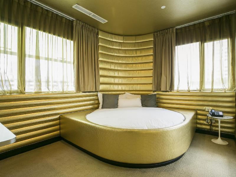Themed Suite With Round Bed