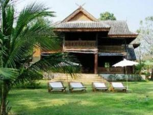 Ruen Thai Rim Haad Resort