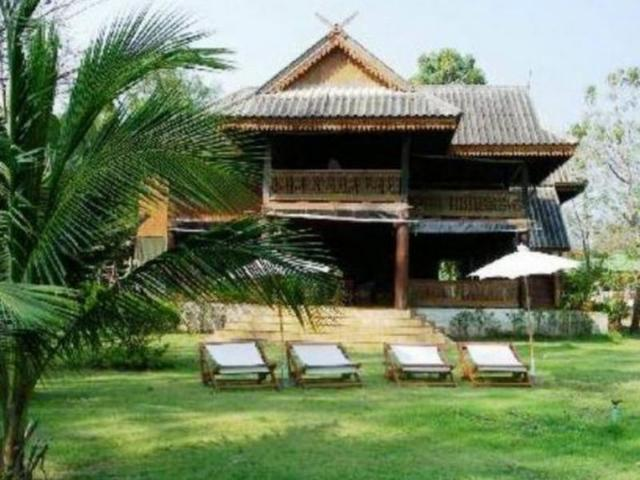 เรือนไทยริมหาด รีสอร์ท – Ruen Thai Rim Haad Resort