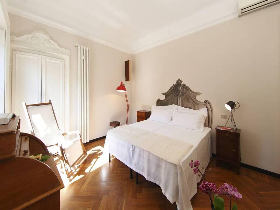 Hintown Bonaparte Charm Suite