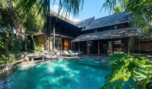 Villa Conti Luxe Designer Garden Estate, 3 Pools