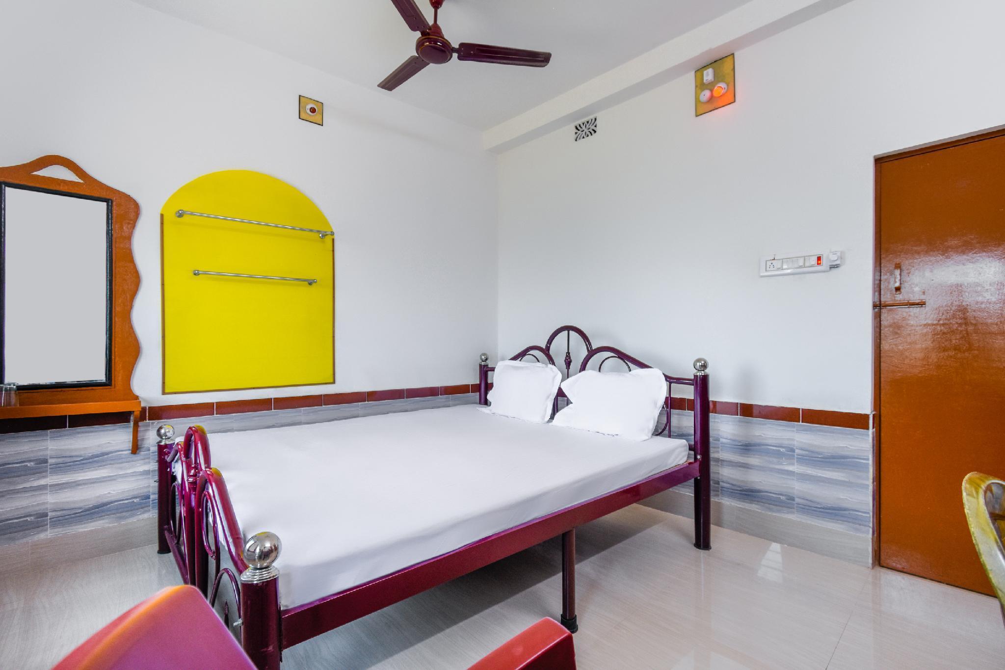 SPOT ON 61105 Hotel Rajhans