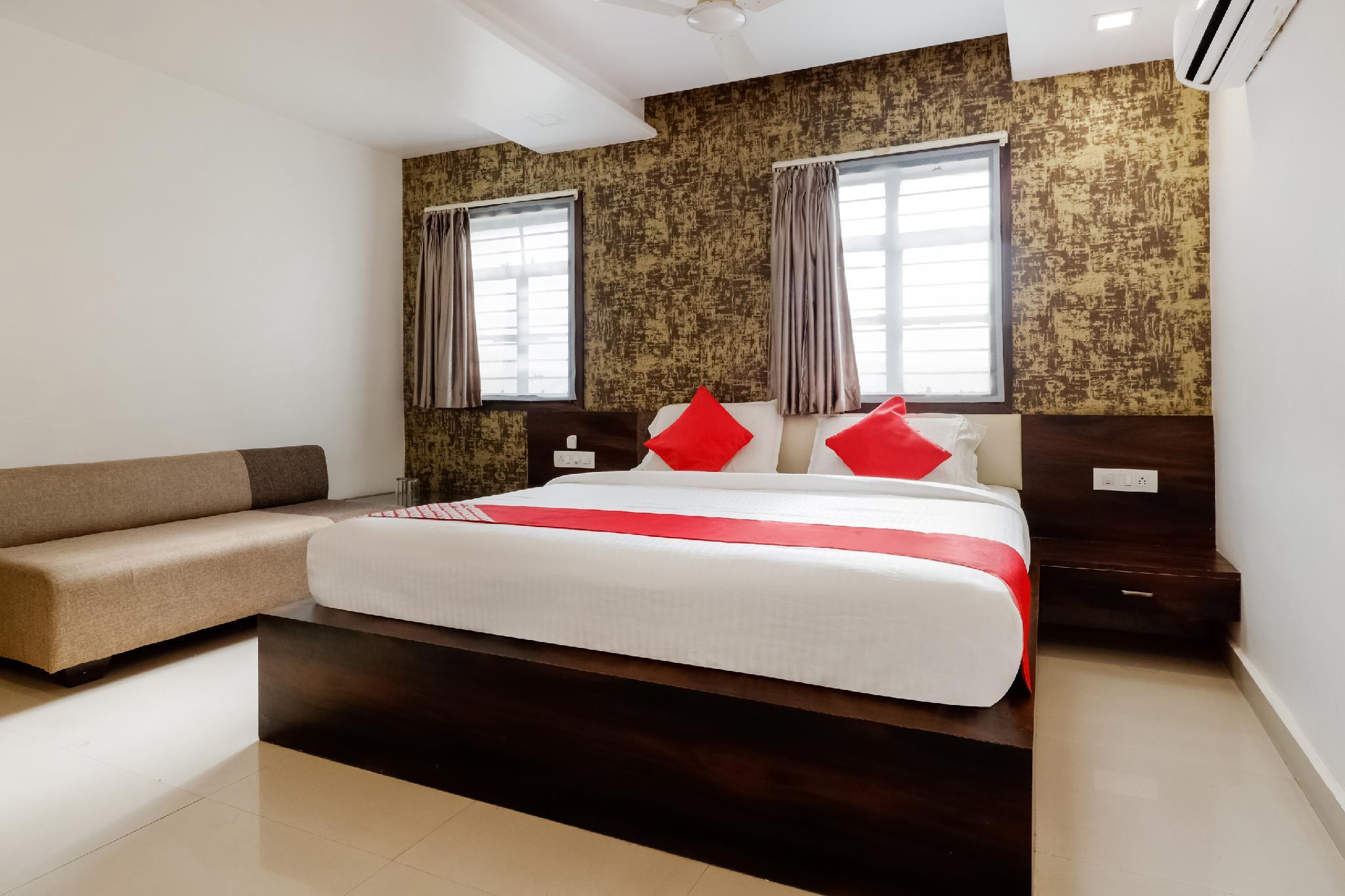 OYO 44918 Sri Shivam Hotel