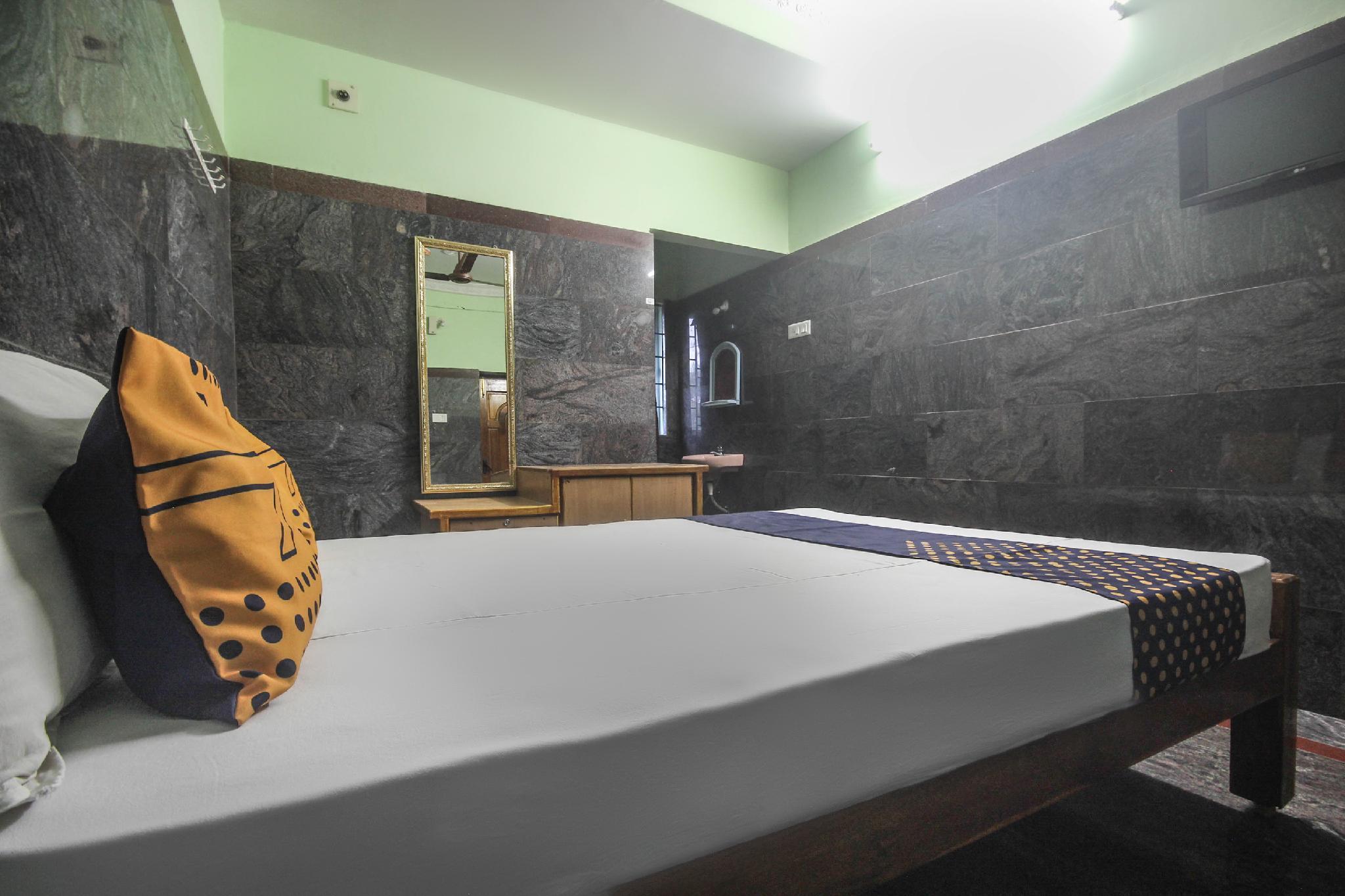 SPOT ON 65272 Ganapathy Lodge