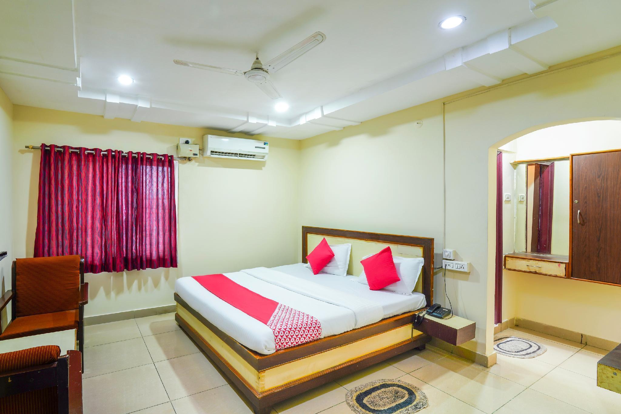 OYO 65009 Sharanya Hotel